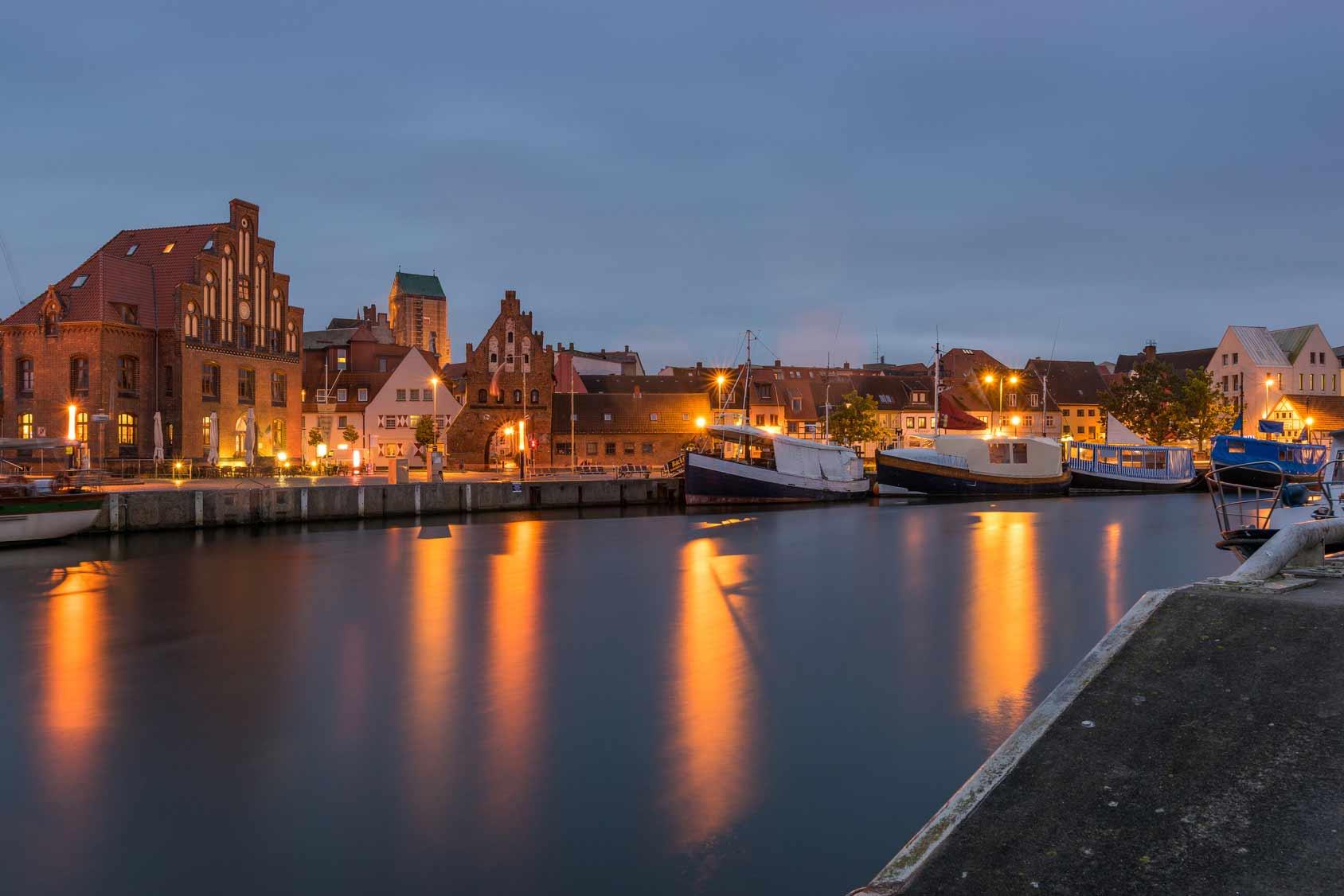 Wismarer Hafen Nachts